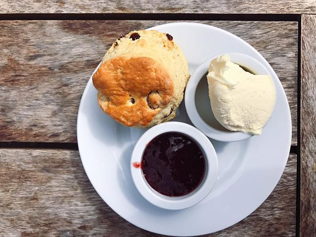 A kind of scone with a soft centre and crumbly edge.